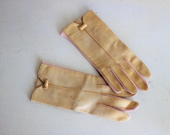 Vintage 1950s 1960s Leather Gloves / Wrist Gloves Yellow And Pink With Little Bows Spring Summer Glove / Church Glove / Matinee Glove
