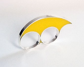 Handmade sterling silver and yellow resin two finger ring, unisex.