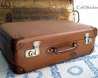 Vintage Small Fine 50s suitcase (1)