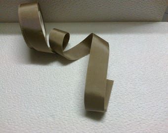 Big Ribbon medium stiff beige 38mm wide (stranded 840)