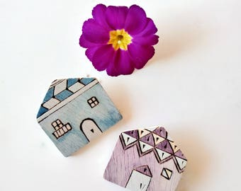 Only lot. No. 5. Two pins in the shape of a small house