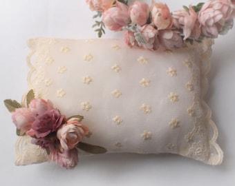 Newborn Cream Lace Pillow - Newborn photography props
