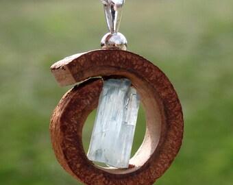 Collar y Colgante de CANELA con cristal de AGUAMARINA en PLATA de ley.