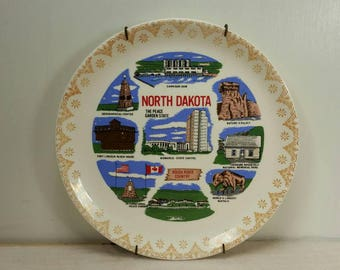 NORTH DAKOTA Vintage Wall Hanging Souvenir Plate with Hanger in Excellent Condition!