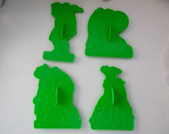 4 Teenage Mutant Ninja Turtle COOKIE cutters - green, Wilton, 1990