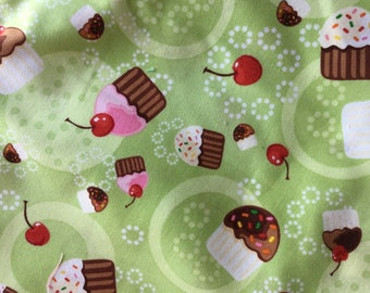 Robert Kaufman Cupcakes Confections on Green Fat Quarter Quilt Fabric Sewing Fabric Retro Fabric