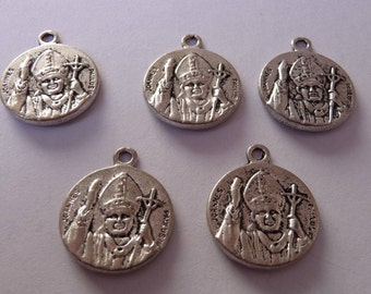 Set of 5 pieces of the Pope Jean - Pau II charms