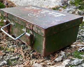 Antique Army Green Steel Industrial First Aid Kit Medical Supply Company Waterproof Emergence First Aid Supply Box Utility Box