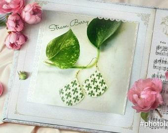 Floral drop earrings in paper