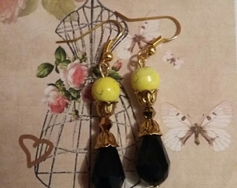 Chic and fashion dangle earrings pearls noir.anis.dore