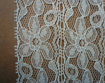 Vintage White Lace (008) 2 yards