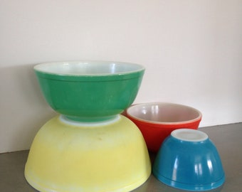 pyrex bowls primary colors nesting mid century