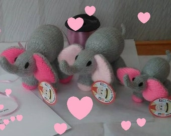 A Family of Knitted Elephants!
