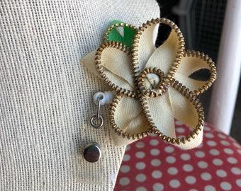 Off White Vintage Zipper Flower Badge Reel