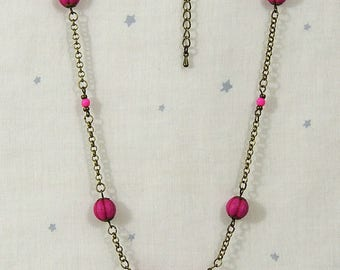 Bronze necklace with metal chain and fuchsia synthetic turquoise stones