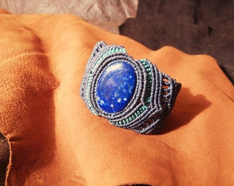 Macrame Bracelet with semiprecious stone