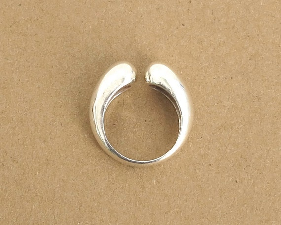 Sterling silver ring with front opening, sleek, minimalist, 10 grams, size R / 8.5