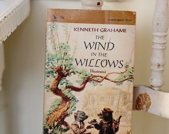 The Wind in the Willows illustrated Kenneth Grahame book kid children novel soft cover vintage 60's baby nursery play room school art whimsy