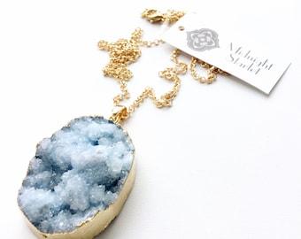 ORION blau und weiß Druzy Halskette. SCHNELLER Versand mit Tracking für US-Käufer. Kommen Sie in einer Geschenkbox mit Band.