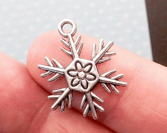 Snow Flake Charm. 10 pcs Antique Silver Tone Winter Snow Flake Charms 24x18mm. Winter Charm. Christmas Charm. Snow Flake Charm. - (10-0042J)