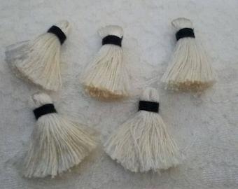 set of 8 pomposn yarn handmade white 32 mm