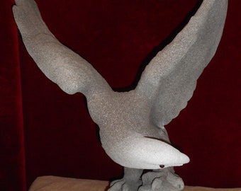 Skulptures. Statue bald eagle. Metal.