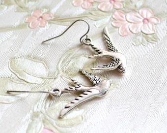 Silver bird earrings Flying bird earrings Nature earrings Woodland jewelry Gift for her Flying bird jewelry Dangle bird earrings