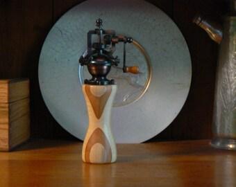 Pepper mill - pepper grinder - hand grinder -  Housewarming - Kitchen - hand mill - Foodie -  Chef – PG562