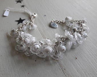 Chain bracelet, artisan Lampwork, 35 flowers white and transparent beads