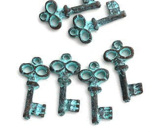 Green Patina rustic Skeleton key charms, Small key bead, greek metal casting, 17mm - 6Pc - F152