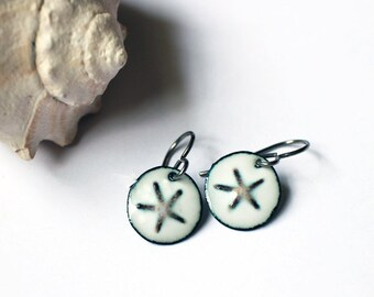 Sand Dollar Enamel Earrings - Beach - Gift for Her - Mother's Day Gift - Etsymetal team - Sara Westermark -