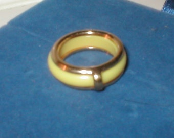 Vintage signed AVON yellow Band Ring