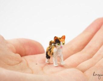Tiny crochet cat, miniature Calico cat crochet, amigurumi tiny cat - Made to order