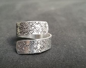Hearts Pattern Handstamped Spiral Ring