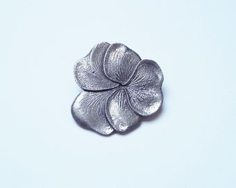 Lovely violet flower tin broche 1940s