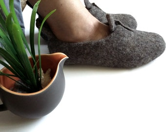 Felted Wool slippers women flat shoes Boiled Wool Slippers Non-Slip Eco friendly Gray shoes Bedroom slippers Natural gift for her