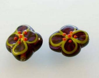 Pearl dark purple flower, size 15 x 15 mm, formed and hand painted