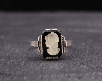 Sterling silver cameo ring. Size 20