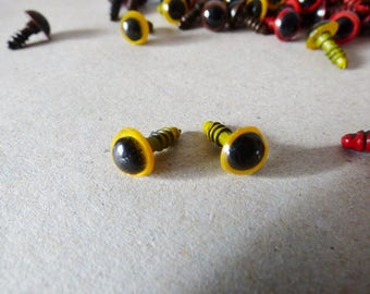 Lot 2 eyes secured yellow