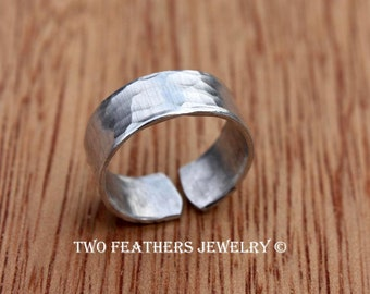Silver Toe Ring - Hammered Toe Ring - Hammered Midi Ring - Wide Metal Band - Wide Toe Ring - Adjustable Aluminum Ring - Two Feathers Jewelry