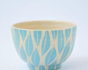 Bowl with turquoise sgraffito leaves