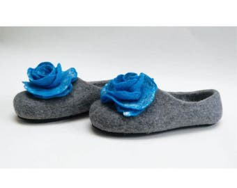Handmade wool felted slippers with rubber soles- house shoes-roses-blue-blue roses