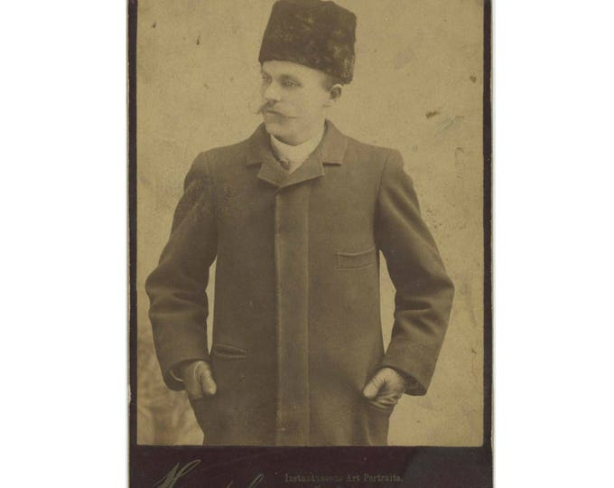 Antique Cabinet Card Photo: Man in Astrakhan Hat, Henshel Instantaneous Art Portraits, Chicago (78596)