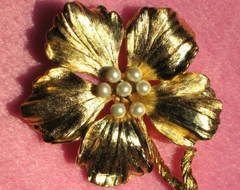 Art Deco Pearl Flower Vintage Brooch Pin Bloomer Unique Boho Chic Marilyn Mod Hand Wired 40's Statement Spray High Relief Mad Men Hollywood