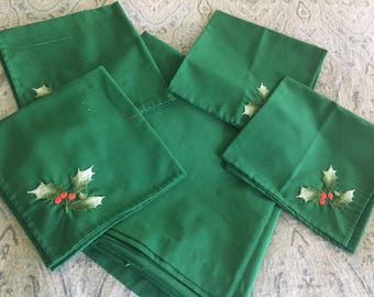 Green Square Christmas Tablecloth, 4 Matching Napkins,  Holiday Linens, Xmas Tablecloth