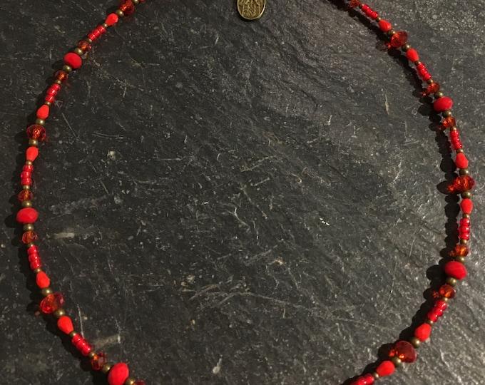 Kurze Handgemachte Perlen Halskette. Mit Hamsa Hand der Fatima Anhänger. (1)