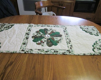 A Winter/Christmas pinecone table runner