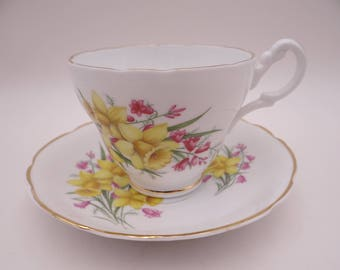 1960s Concord English Bone China Yellow Bell Flower Teacup English Teacup and Saucer English Tea Cup