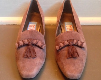 "Free US Shipping | Vintage 80s Bandolino Brown Suede Shoes w Tassels + 1.5"" Chunky Heel 