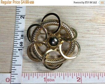 10%OFF3DAYSALE Vintage Gold Toned Pin Brooch Circles Used